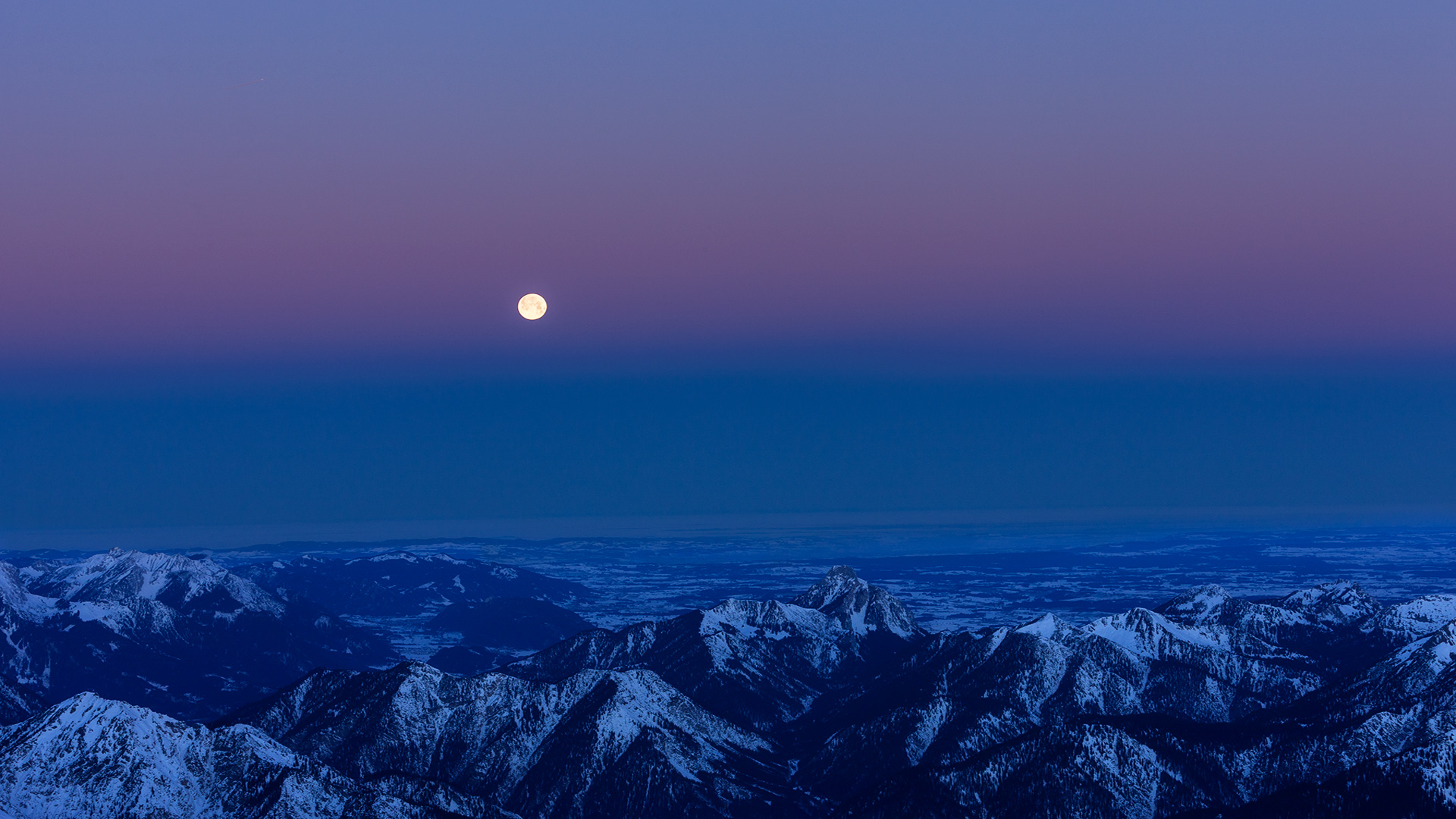 Fotografie der Landschaft über der Zugspitze in der Morgendämmerung